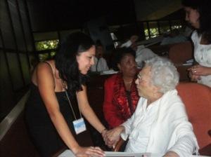 Melba Hernández y la enfermera Dixani Pérez en el Congreso de la UJC