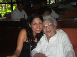 Melba Hernández junto a una delegada holguinera al congreso de la UJC