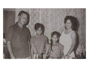 Mi abuelo, junto a mi hermano y mi madre en mi cumpleaños número 7