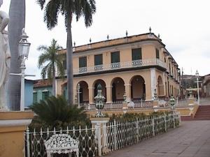Una vista de la Plaza Mayor en Trinidad, Cuba