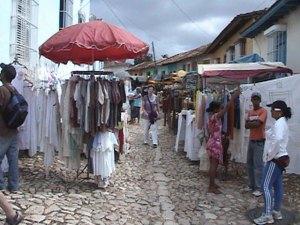 Venta de artesanías en Trinidad, Cuba