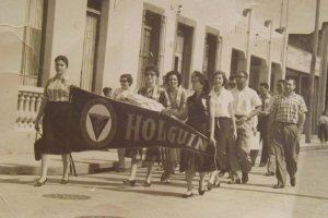 Algunos de los estudiantes que participaron en la marcha del 28 de enero de 1953 en la ciudad de Holguín. Foto cortesía de José Ángel González