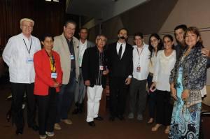 Periodistas cubanos junto al actor que representó a Martí en el unipersonal Café con el Maestro, durante la última sesión del IX Congreso de la UPEC